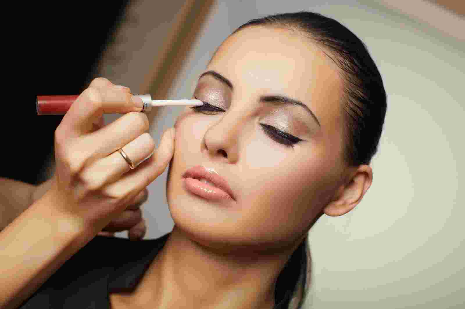 Best ways to put your game face on inspirewomensa put make up on solutioingenieria Image collections