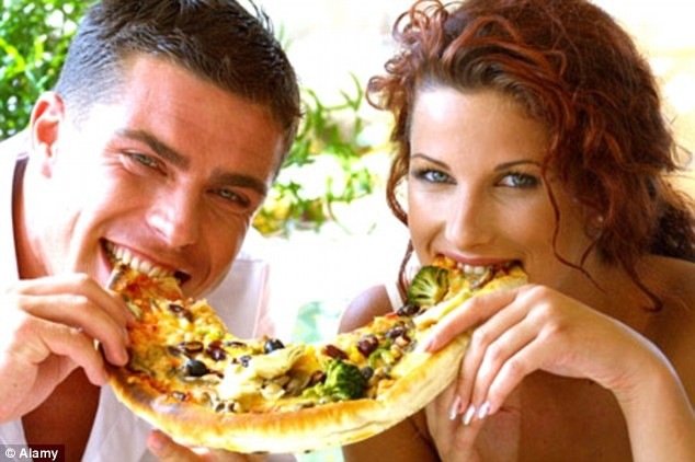 Couple_eating_pizza
