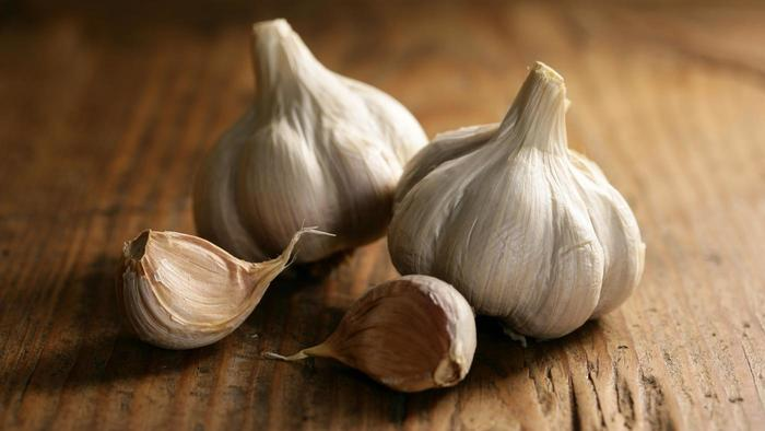 much-garlic-powder-equals-one-clove-garlic_5c49a01627bd1a99